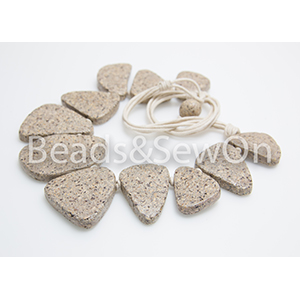 Eco Beads Flat Pebble Necklace Beige