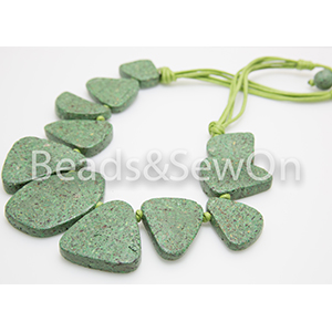 Eco Beads Flat Pebble Necklace Green